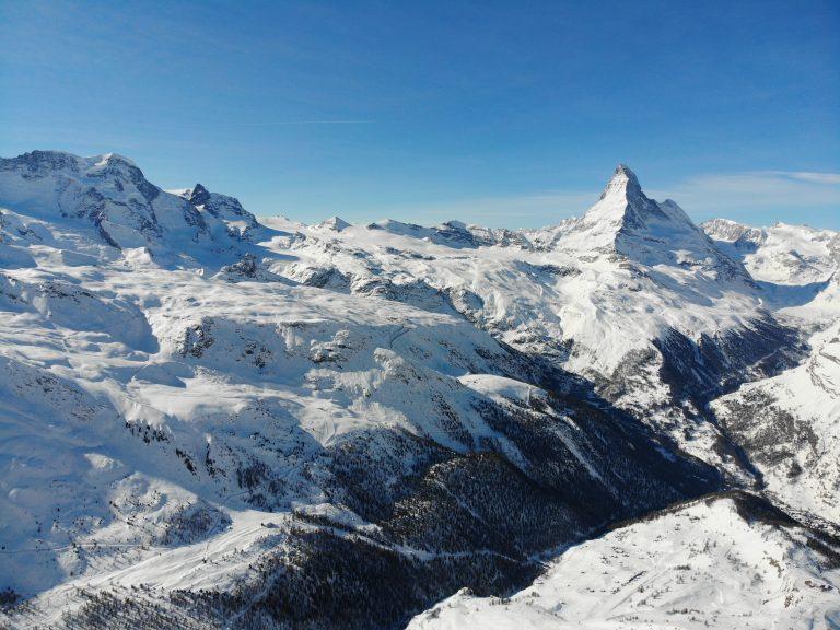 cervin matterhorn zermatt vue aerienne prise avec le drone DJI Mavic Air