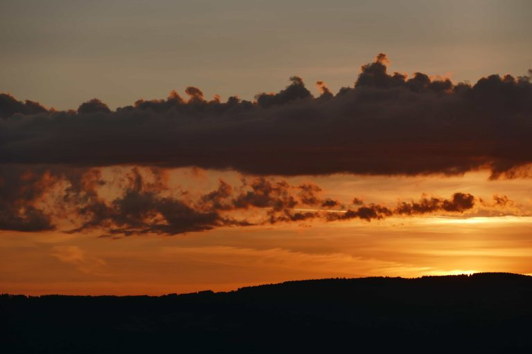 coucher de soleil sur les Monts du Livradois (Auvergne)