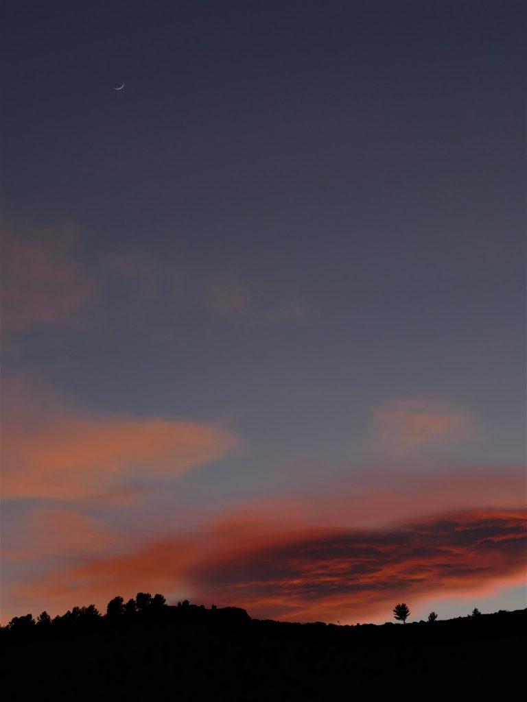 c'est quoi l'exposition magnifique nuage lors d'un coucher de soleil dans le parc national des Cévennes