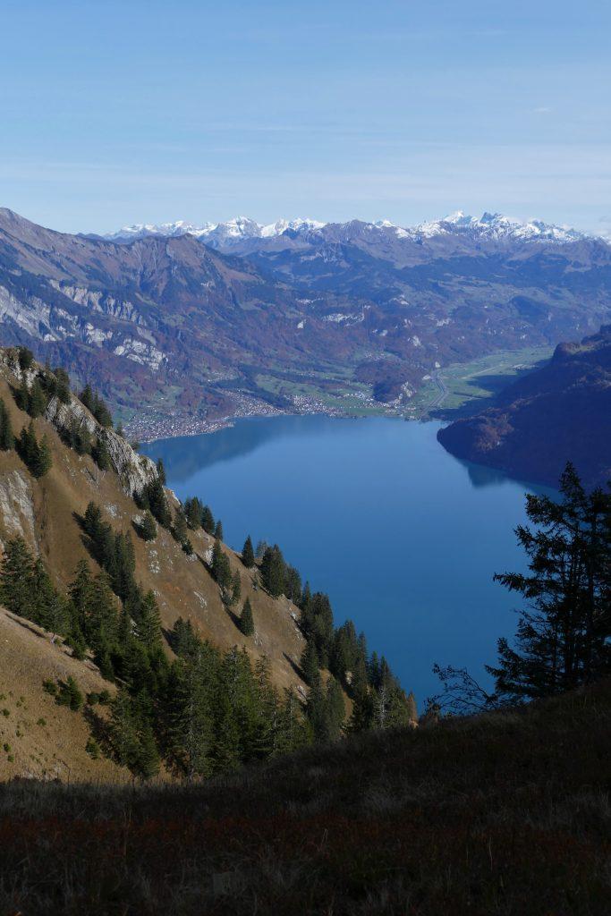 c'est quoi l'exposition photo correctement exposée du Lac de Brienz depuis la ranadonée de l'Hardergrat dans la région d'Interlaken en Suisse