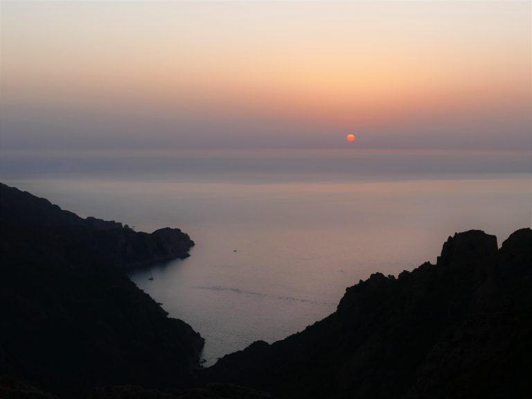 c'est quoi l'HDR coucher de soleil vers les calanques de Piana en Corse
