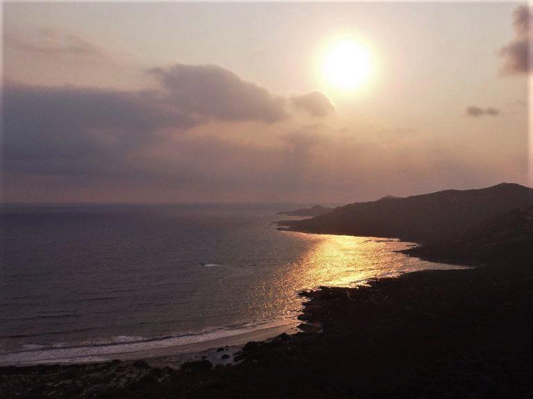 Photo prise avec un drone DJI Mavic Air coucher de soleil sur la côte Corse